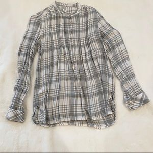 Gap pleated plaid grey top light weight